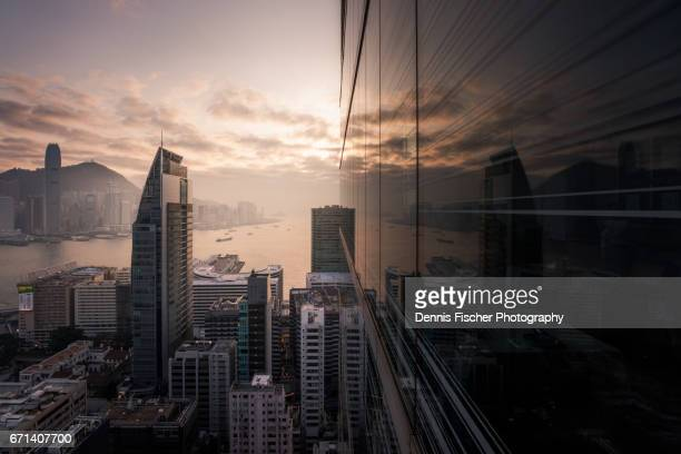 hong kong sunset with reflection - kowloon peninsula stock pictures, royalty-free photos & images