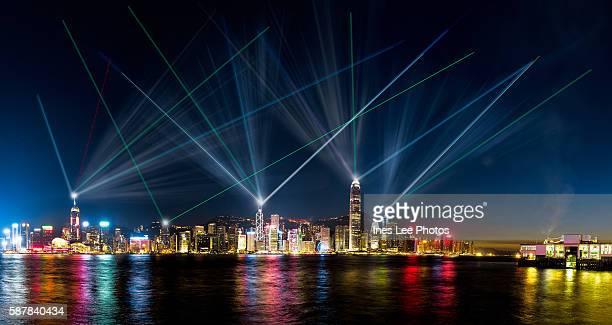 hong kong symphony of lights - victoria harbour hong kong stockfoto's en -beelden