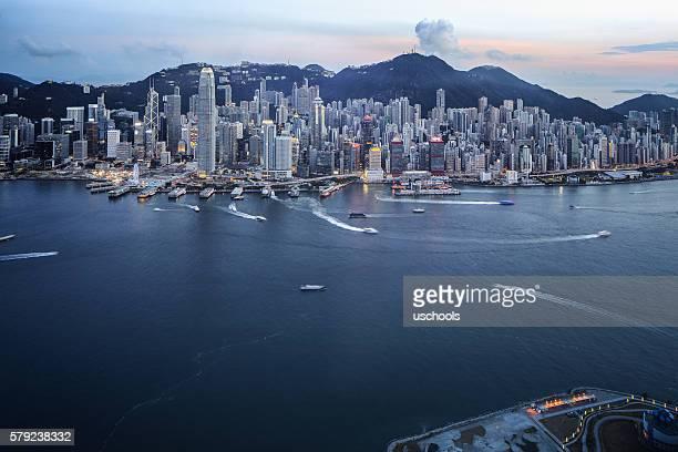 hong kong victoria harbour with cross-harbour tunnel - kapitell stock-fotos und bilder