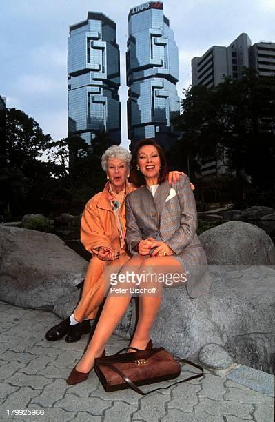 Heide Keller Maria Sebaldt am Rande der Dreharbeiten zur ZDFSerie Das Traumschiff Folge 23 Hongkong China Park Schauspielerin Promis Prominente...