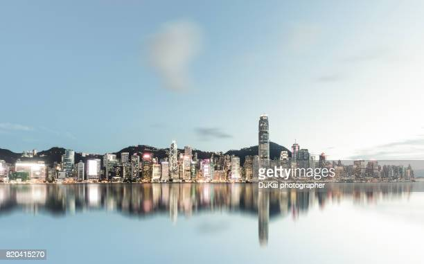 hongkong, skyline - hong kong victoria harbour stock pictures, royalty-free photos & images