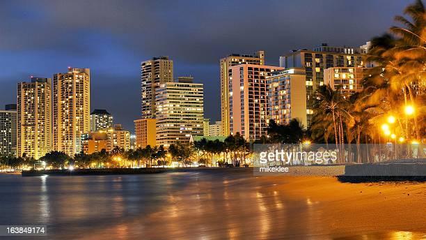 honolulu hawaii at night - waikiki stock pictures, royalty-free photos & images