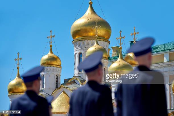 honor guard at annunciation cathedral, kremlin, moscow, russia - military parade stock pictures, royalty-free photos & images