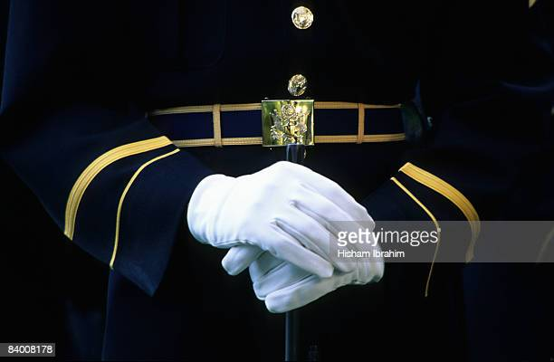 honor guard holding rifle, arlington national ceme - tomb of the unknown soldier arlington stock pictures, royalty-free photos & images