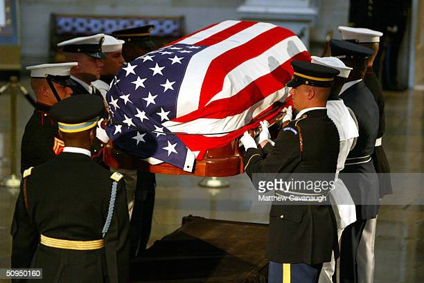Honor Guard pallbearers lift the casket of former President Ronald Reagan in the Capitol building Rotunda June 11 2004 in Washington DC The casket...
