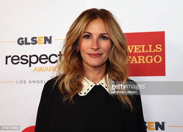 Honorary Co-Chair Julia Roberts, wearing Gucci dress and Calzedonia stockings, attends the 2016 GLSEN Respect Awards - Los Angeles at the Beverly...