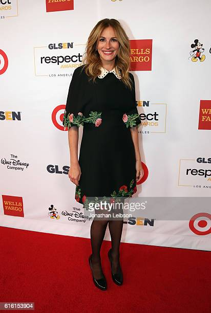 Honorary CoChair Julia Roberts wearing Gucci dress and Calzedonia stockings attends the 2016 GLSEN Respect Awards Los Angeles at the Beverly Wilshire...