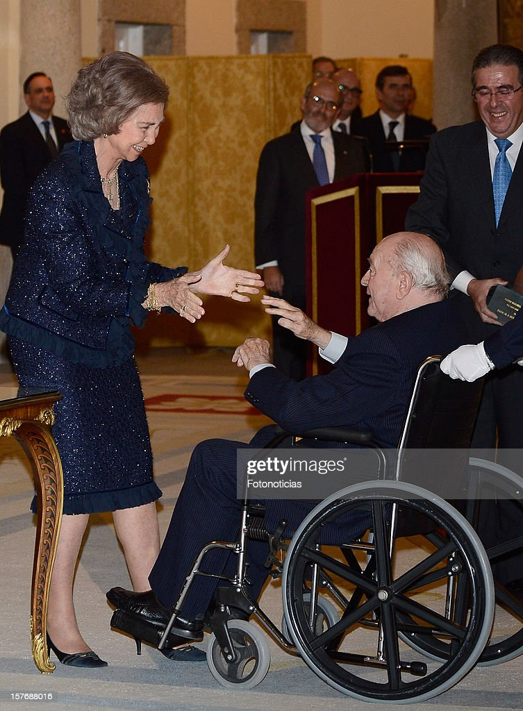 Honorary President of Real Madrid Alfredo Di Stefano (R) receives from Queen Sofia of Spain (L) the Francisco Fernandez Ochoa National Prize during the National Sports Awards ceremony at El Pardo Palace on December 5, 2012 in Madrid, Spain.