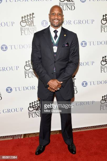 Honoree and NBA Hall of Famer Alonzo Mourning attends the 32nd Annual Great Sports Legends Dinner To Benefit The Miami Project/Buoniconti Fund To...
