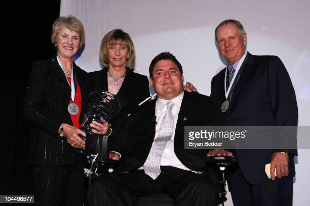 Honoree Barbara Nicklaus Terry Buoniconti Marc Buoniconti and honoree Jack Nicklaus attend the 25th Great Sports Legends Dinner to benefit The...