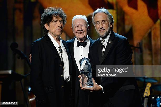 Honoree Bob Dylan former President Jimmy Carter and president of the National Academy of Recording Arts and Sciences Neil Portnow pose with award...