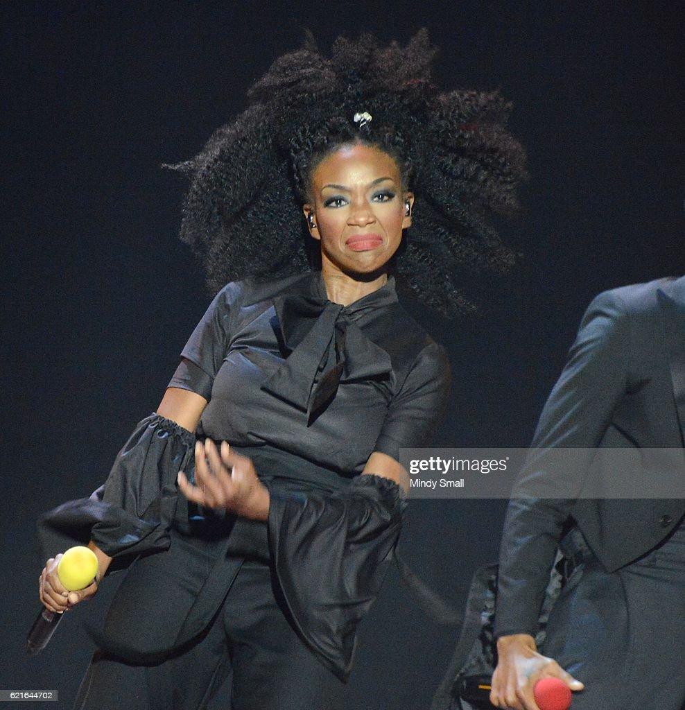 2016 Soul Train Music Awards - Show : News Photo