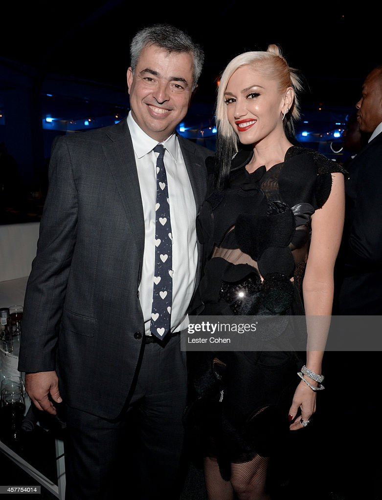 Honoree Eddy Cue (L) and singer Gwen Stefani attend the City of Hope Spirit of Life Gala honoring Apple's Eddy Cue at the Pacific Design Center on October 23, 2014 in West Hollywood, California.