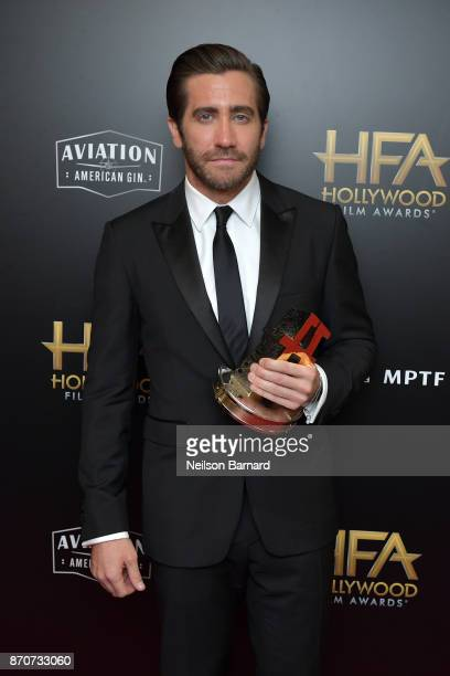 Honoree Jake Gyllenhaal recipient of the Hollywood Actor Award for 'Stronger' poses in the press room during during the 21st Annual Hollywood Film...
