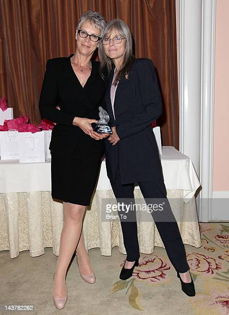 Honoree Jamie Lee Curtis and sister Kelly Lee Curtis attend the 5th annual Women of Distinction luncheon at Beverly Hills Hotel on May 3 2012 in...