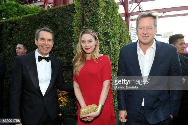 Honoree Jeff Koons Carmen Ellis and Director Doug Aitken at the MOCA Gala 2017 honoring Jeff Koons at The Geffen Contemporary at MOCA on April 29...