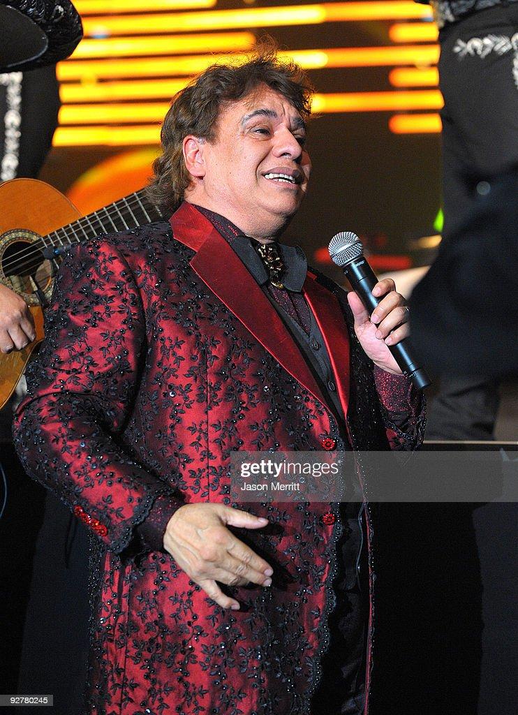 2009 Person Of The Year Honoring Juan Gabriel - Show : Fotografía de noticias