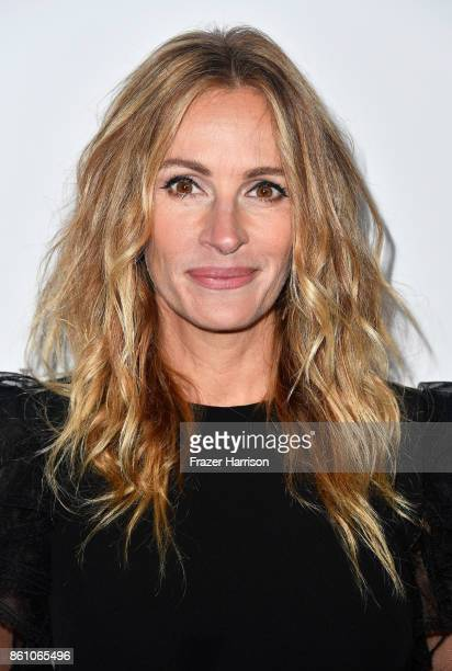 Honoree Julia Roberts attends the amfAR Gala at Ron Burkle's Green Acres Estate on October 13, 2017 in Beverly Hills, California.
