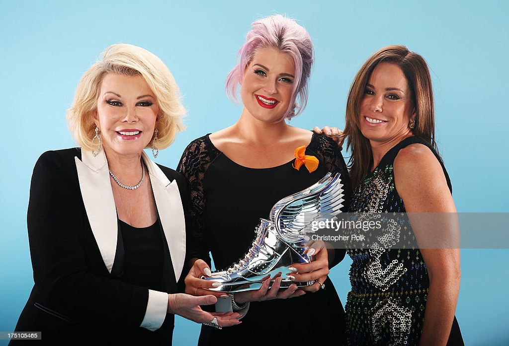 Honoree Kelly Osbourne (C, holding award) and TV personalities Joan Rivers (L) and Melissa Rivers (R) pose for a portrait at the DoSomething.org and VH1's 2013 Do Something Awards at Avalon on July 31, 2013 in Hollywood, California.