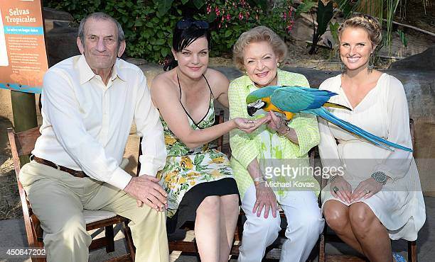 Honoree Ken Ziffren actress Pauley Perrette actress Betty White and honoree Heather Mycoskie attend the Greater Los Angeles Zoo Association's 44th...