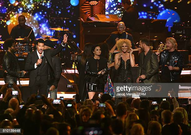 Honoree Lionel Richie performs onstage at the 2016 MusiCares Person of the Year honoring Lionel Richie at the Los Angeles Convention Center on...
