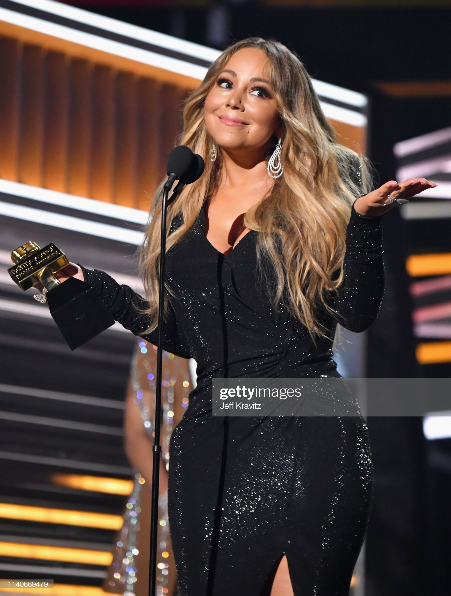 honoree-mariah-carey-accepts-the-icon-aw