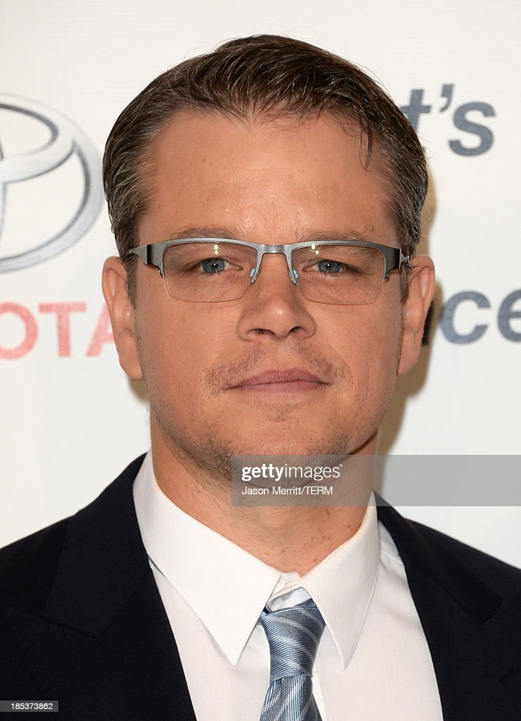 Honoree Matt Damon arrives at the 23rd Annual Environmental Media Awards presented by Toyota and Lexus at Warner Bros. Studios on October 19, 2013 in Burbank, California.