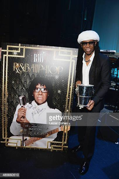 Honoree Nile Rodgers poses with the 2015 BMI Icon Award during the 2015 BMI RB/HipHop Awards at Saban Theatre on August 28 2015 in Beverly Hills...