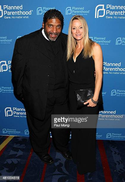 Honoree Rev Dr William Barber and actress Teri Polo attend the Planned Parenthood Federation Of America's 2014 Gala Awards Dinner at the Marriott...