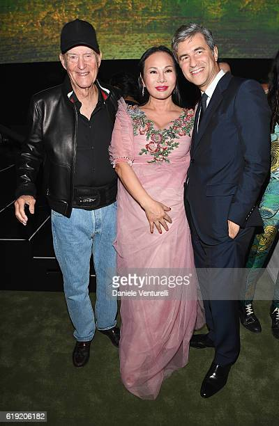 Honoree Robert Irwin Gala CoChair Eva Chow wearing Gucci and CEO and Wallis Annenberg Director of LACMA Michael Govan attend the 2016 LACMA Art Film...