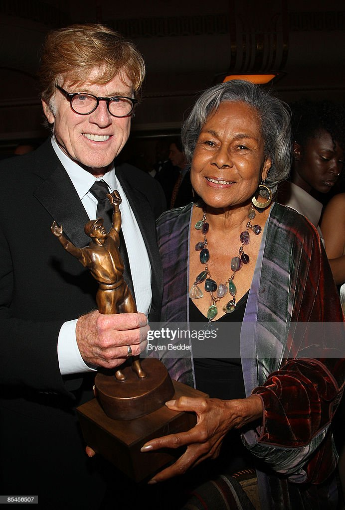 Honoree Robert Redford and Jackie Robinson Foundation Founder Rachel Robinson pose with award at the Jackie Robinson Foundation Annual Awards Dinner Chaired by Air Products on March 16, 2009 in New York City.