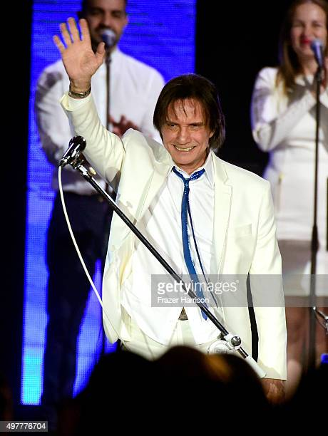 Honoree Roberto Carlos performs onstage during the 2015 Latin GRAMMY Person of the Year honoring Roberto Carlos at the Mandalay Bay Events Center on...
