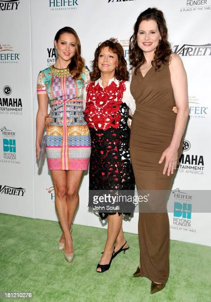 Honoree Susan Sarandon actresses Eva Amurri and Geena Davis attend Heifer International's 2nd Annual Beyond Hunger A Place at the Table to Help End...