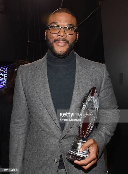 Honoree Tyler Perry recipient of the Favorite Humanitarian Award poses backstage at the People's Choice Awards 2017 at Microsoft Theater on January...