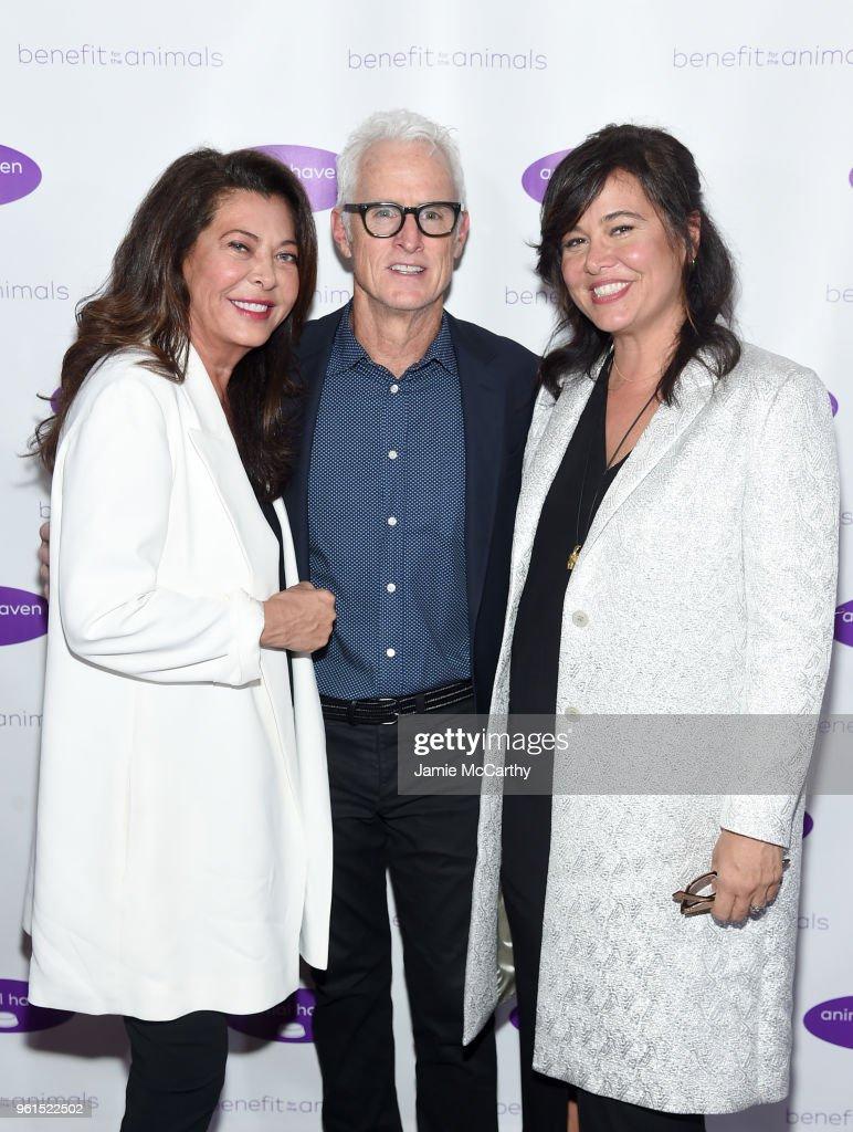 Honoree Wendy Kelman Neu, John Slattery, and honoree Jackie Kelman Bisbee attend the Animal Haven Gala 2018 at Tribeca 360 on May 22, 2018 in New York City.