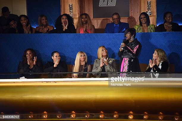 Honorees DJ Spinderella Cheryl 'Salt' James Sandra 'Pepa' Denton Queen Latifah Missy Elliott and Lil Kim watch show during the VH1 Hip Hop Honors All...