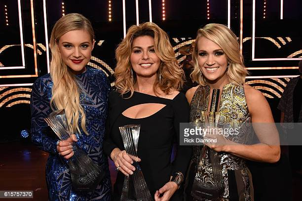 Honoree's Kelsea Ballerini Shania Twain and Carrie Underwood take photos backstage during CMT Artists of the Year 2016 on October 19 2016 in...