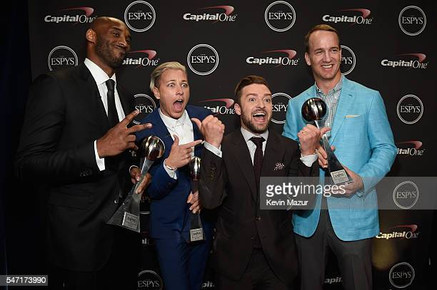 Honorees Kobe Bryant Abby Wambach recording artist Justin Timberlake and honoree Peyton Manning pose with the Icon Award backstage during the 2016...
