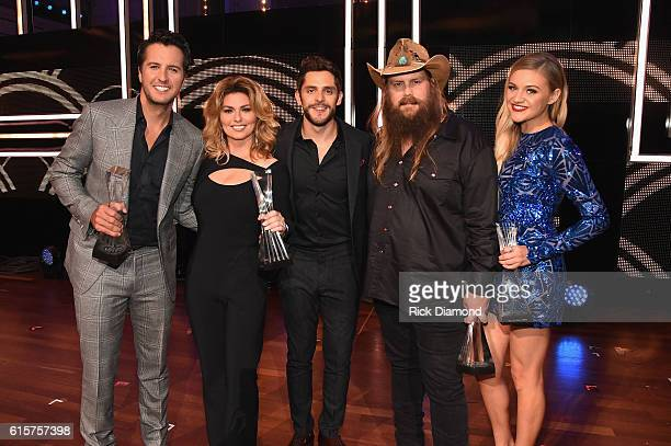 Honoree's Luke Bryan Shania Twain Thomas Rhett Chris Stapleton and Kelsea Ballerini take photos on stage during CMT Artists of the Year 2016 on...