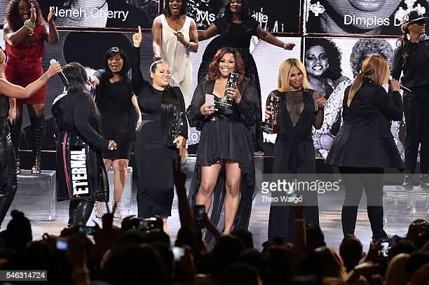Honorees Missy Elliott DJ Spinderella Cheryl 'Salt' James Sandra 'Pepa' Denton Queen Latifah and Lil Kim watch show during the VH1 Hip Hop Honors All...