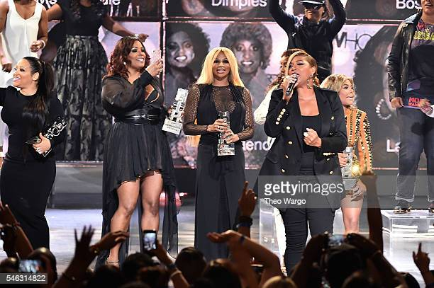 Honorees Missy Elliott DJ Spinderella Cheryl 'Salt' James Sandra 'Pepa' Denton Queen Latifah and Lil Kim watch show during the VH1 Hip Hop Honors All...