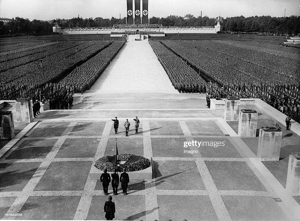 Honoring the fallen in Nuremberg. Adolf Hitler; Heinrich Himmler and Viktor Lutze (Chief of the SA) are present. Nuremberg. Germany. 09/09/1934. Photograph. (Photo by Imagno/Getty Images) Gefallenenehrung in Nürnberg. Adolf Hitler; Heinrich Himmler und  V : News Photo