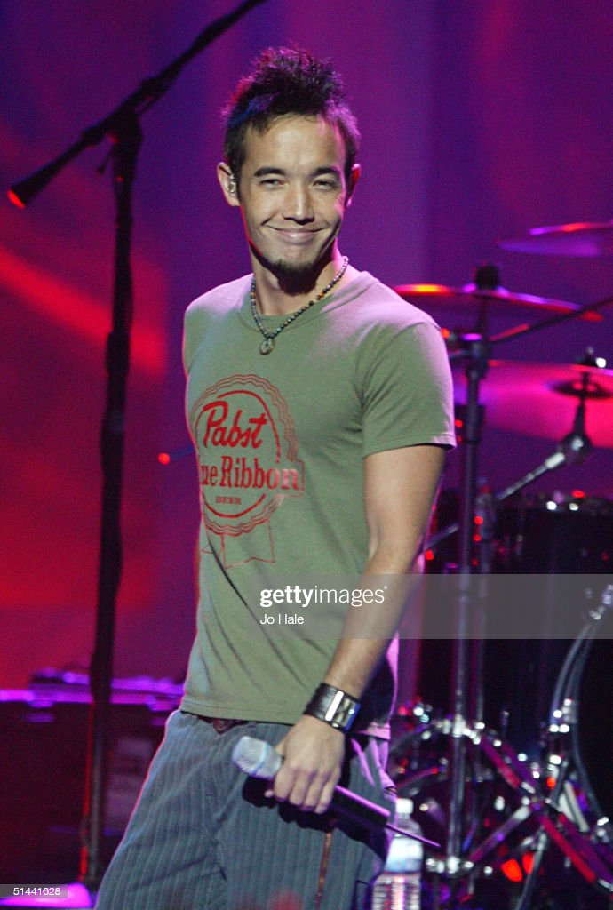Hoobastank perform on stage at the 2004 World Music Awards at the Thomas & Mack Centre on September 15, 2004 in Las Vegas.
