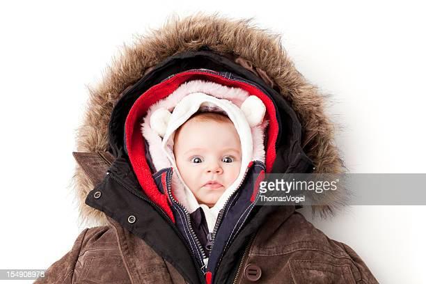 Hooded baby. Kleines Mädchen in verschiedenen winter-Jacken.