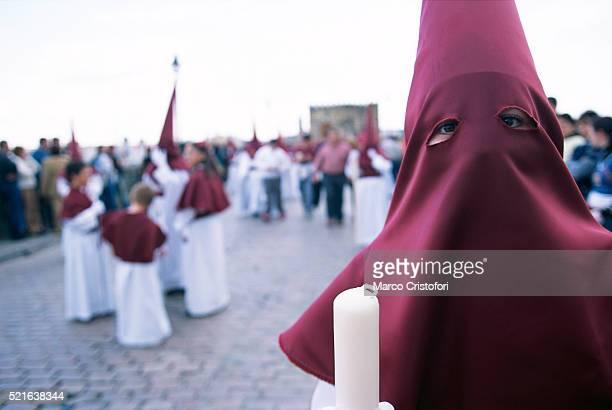 hooded person in cordoba's holy week - penitentes fotografías e imágenes de stock