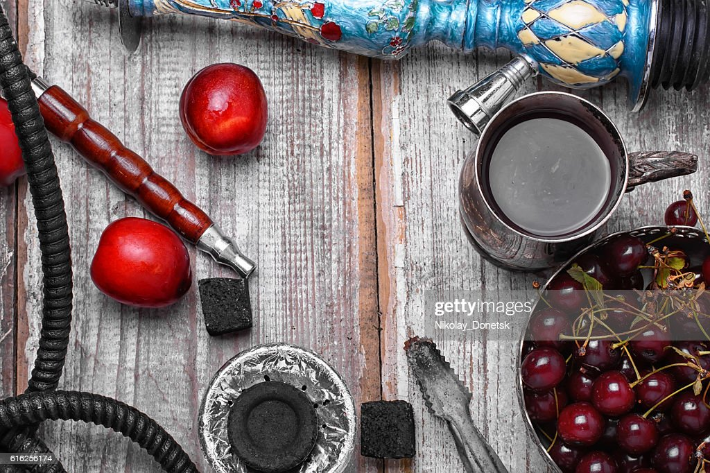 Hookah with the aroma of plums : Foto de stock