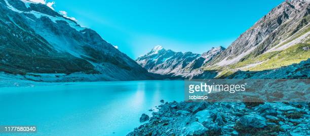 hooker lake at mount cook national park - canterbury region new zealand stock pictures, royalty-free photos & images