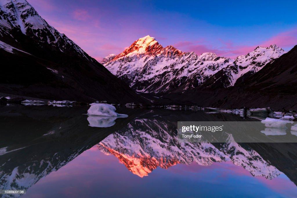 Hooker Lake New Zealand : Stock Photo