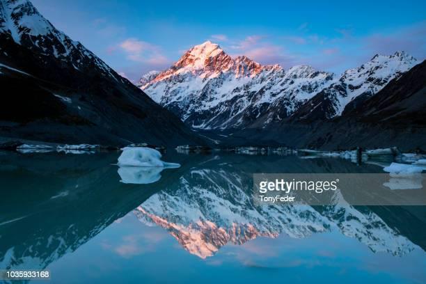 hooker lake nova zelândia - alpes do sul da nova zelândia - fotografias e filmes do acervo