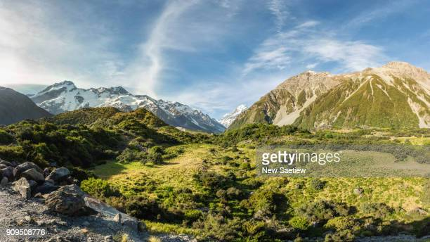 hooker valley in mt cook national park at south island of new zealand. - new zealand stockfoto's en -beelden